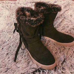 •TOMS faux fur boots•